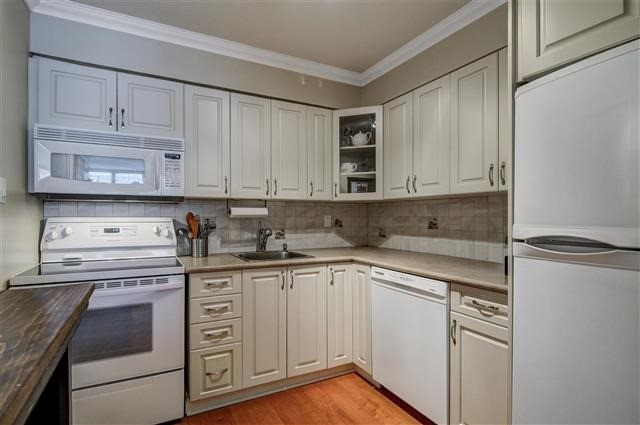 Hurry, This Unit Won't Last!   Gorgeous Renovated 2 Bedroom / 1 Bathroom (860 Sq Ft) Condo Overlooking Beautiful Treed Courtyard In Quiet Building Steps To Bayview Village, Ttc And 401.  Schools : Avondale Ps, Bayview Ms, Earl Haig Hs.   All Inclusive Maintenance Fees Including: Heat, Ac, Hydro, Water, Cable )
