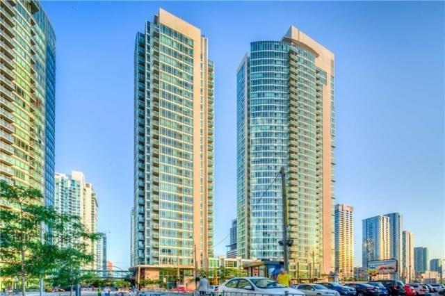 Super-Sized And Bright Corner Unit W/ Wrap-Around Floor-To-Ceiling Windows. Approx 733Sf + Balcony + Parking. Freshly Updated Open Concept Kitchen, Convenience Is Key Being Only Steps To Waterfront, Entertainment & Financial District, Cn Tower, Rogers Centre, Public Transit, Highways, Daycare. Don't Miss The 5-Star Facilities W/ Salt Water Pool, Gym, Concierge, Basketball Court, Party & Meeting Rooms, Visitor Parking & More!