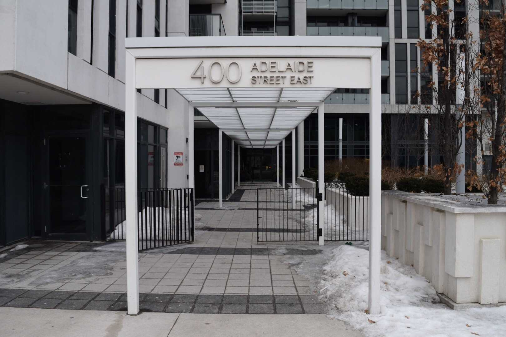 Ivory On Adelaide By Plazacorp. Approx 675 Sq Ft 1 Bdrm+Den. Overlooking West City Views. Modern Open Concept Layout W/Laminate Throughout. Master W/Walk-In Closet. Den W/Door Can Be Used As Guest Bdrm. 2nd Bath W/Stand Up Shower. 24 Hr Concierge, Gym, Party Lounge, Outdoor Terrace. Steps To St Lawrence Market, T.T.C. Street Cards, George Brown College, Distillery, Financial Districts, Grocers, Shoppes, Diners.