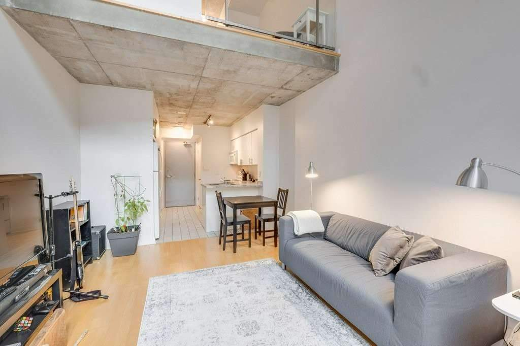 Live In Space, Soaring 20' Ceiling In This 2 Level, One Bedroom Loft Style Suite With South Facing Terrace; Spacious Main Floor Unit With Large Ensuite Storage Closet, Open Concept Kitchen, Wood Floors And Quiet South Exposure. Steps To Ttc, St. Lawrence Market, Financial Core, Pubs, Shopping & Restaurants.