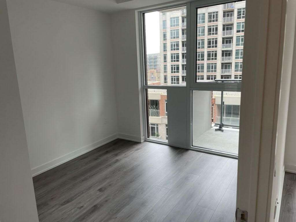 Fortune At Fort York In Downtown. One Bedroom Plus Den With 1 Parking Inc. Steps To Restaurants, Ttc, Park And Lake. Easy Access To Gardiner. Minutes To Rogers Centre, Acc, Etc. Conveniently Located Quiet Grand Magazine Street Amenities Include: 24Hr Concierge, Outdoor Courtyard With Bbqs, Professionally Equipped Fitness Centre, Party Room, Theatre Room, Guest Suites.