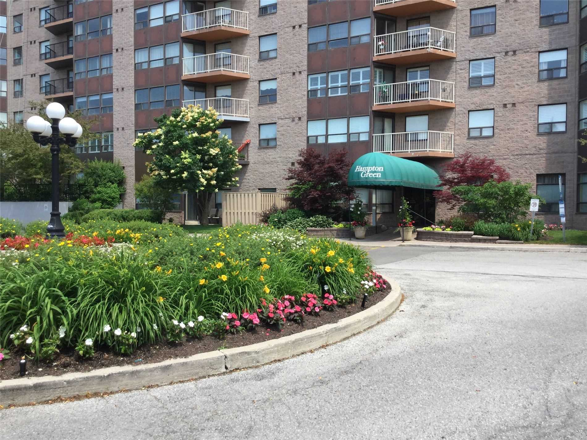 Beautiful View Of The South And Western Skyline.  Hampton Green Offers So Many Amenities In Building Community Plus Yrt Community Bus Stops Right At The Door Often During The Day. Ttc At The Corner And Close To Many 400 Highways. One Block From Markville Mall, Go Station, Loblaws, Lcbo, Cibc. Tranquil Woodlot Next Door.  This Quaint Suite Offers A Cozy Space That Is Rare To Find Today.  The Beautifully Landscaped Yard Is Maintained And Snow Removal Is Done!