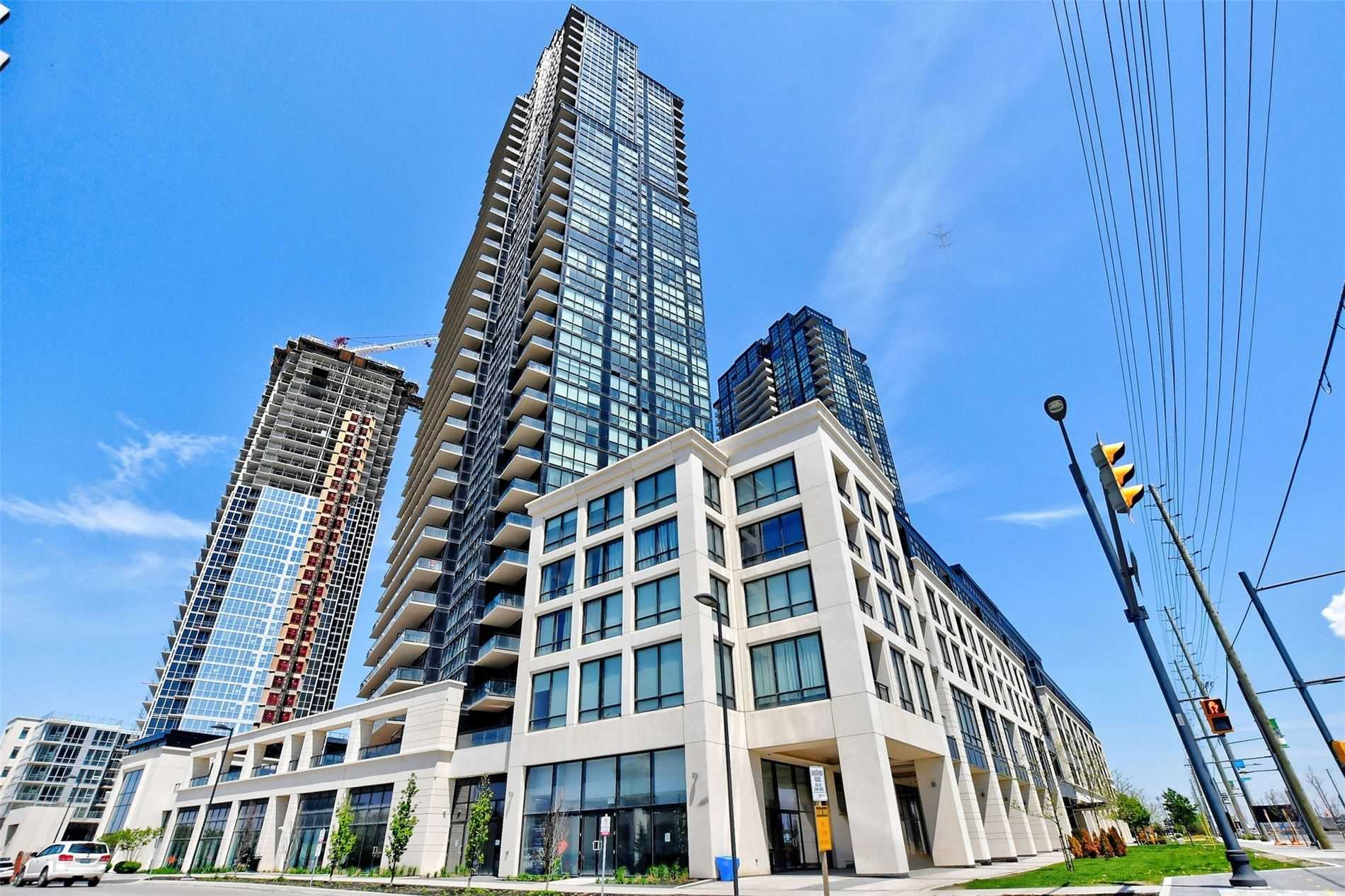Corner Bright & Very Spacious 1 Bed + Den, 2 Bath Unit W/ North, East & South View Inc. Cn Tower! 780 Sqft! Open Concept Floor Plan, Flr To Ceiling Windows, 9Ft Smooth Ceilings, Laminate Floors Throughout, Just Freshly Painted, Modern Kitchen W/ High  Cabinets, Granite, Stainless Ap & Breakfast Bar! Den Can Be Used As 2nd Br! Double Entry Closet Ideal For Storage, Hallway To Baths & Br Allows For Added Privacy. En-Suite Laundry, 2 Tandem Parking, 1 Locker.