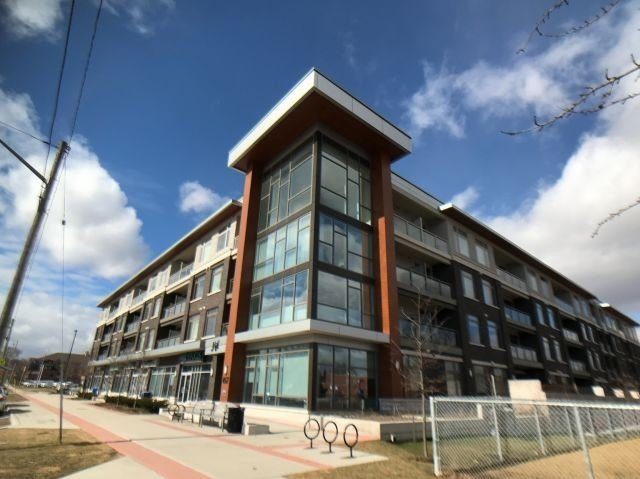 Stunning 2Bdrm 2Bath + Den In Trendy Jazz Boutique Condo. Corner Unit, Upgrades Throughout. 9Ft Ceilings W/ Spacious O/C F/P & Large Wrap Around Windows. 2Balconies. Master Bdrm W/ W.I.C, 3-Pc Ensuite. Upgraded Kitch W/ 8Ft Island, Inc.Quartz C/T, Wine Fridge & Upgraded Cabinetry. Upgraded Lighting. Inc 2 Underground Parking Spaces. All Kitch S/S App. Wshr/Dryr Lighting Inc. Mins To Go Station, 403 & Qew. Your Dream Condo Awaits!