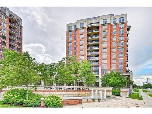 Beautiful Apartment. Located In A Luxury Building In The Oak Park Community. Modern Kitchen & S/S Appliances. Conveniently Located Around All Amenities; Hwy 407 & 403, Close To Sheridan College & Gold Course. Walk To Mall & Schools. Move In & Enjoy! Pool, Sauna, Jacuzzi, Media Room & Exercise Room.