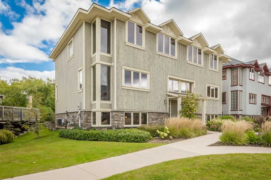 Semi Detached Executive Townhouse In Sierra Woodlands. A Weekend Chalet Or Vacation Rental In A Quiet Cul-De-Sac With 3 Bed & 4 Bath. Features A Great Room With An Over Sized Natural Gas Fireplace With A Custom Stone Mantel, Cathedral Ceiling And Hardwood Floors. Upgraded Kitchen With All Stainless Steel Appliances, Granite Counter Tops And A Center Island. Fully Finished Basement, Private Parking And A Large Deck For Entertaining.