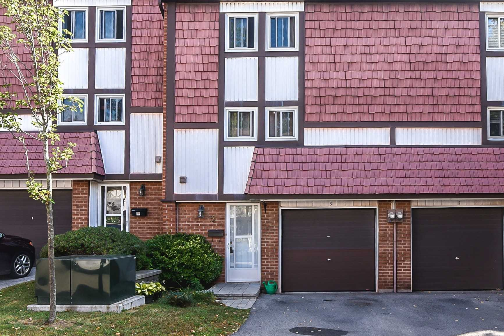 Spacious 3 Storey Townhome In Well Established & Desirable Dundas Community. Featuring Hardwood Flooring & Tiles Throughout, Walk Out To Private Backyard Surrounded By Trees. Generous Bedroom Sizes, 1.5 Bath W/ Dining Room Overlooking The Sunken Living Room And A Large Eat In Kitchen. Walk To Schools, Mins Drive To Downtown Dundas & Mcmaster University & Hospital, Shopping & More! Don't Miss Out On This Fantastic Opportunity! Rsa.