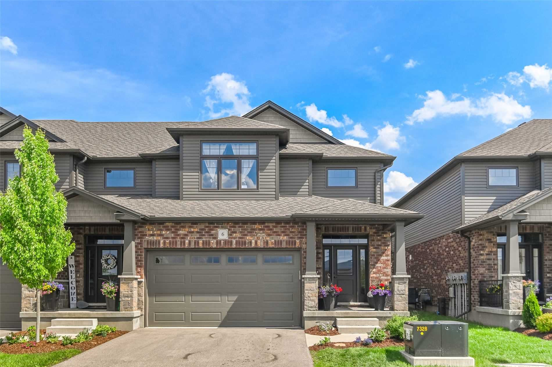 Stunning 3 Bedroom Bungaloft Townhouse W/Prime South-End Location!Great Room W/Gleaming Hardwood & 2 Large Windows.Open To Eat-In Kitchen W/Dark Cabinetry, Glass Tiled Backsplash, Granite Countertops, S/S Appliances & Breakfast Bar W/Seating.Main Floor Master W/Walk-In Closet & 4Pc Ensuite W/Oversized Tiled Shower & Vanity W/Double Sinks.2Pc Bath & Laundry Room.2nd Floor Offers 2 Huge Bedrooms W/Ample Closet Space & Hardwood Floors,4Pc Main Bath.