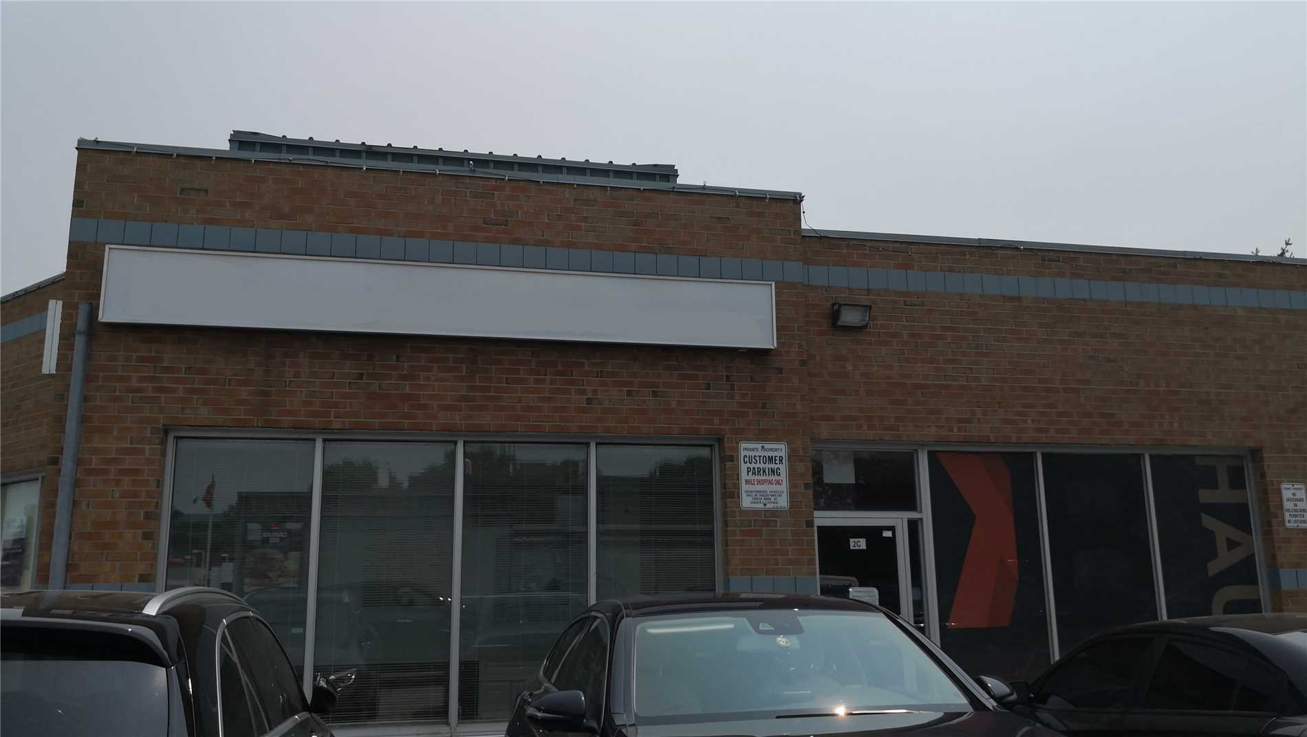 Bright Corner Retail/Office Unit In A High Traffic Plaza, Beside Macdonalds And Opposite To Smart Centre Walmart. Well Mixed Of Business In The Property With Chinese, Korean And Malaysian Restaurants, Dentists, Dry Cleaner, Hair Salon In Bayview Hill Community. Steps To Public Transit, Close To Hwy 404/407.