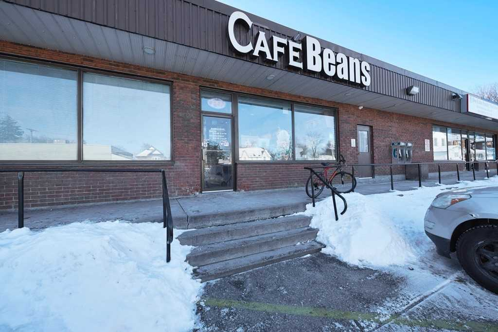 Coffee & Donut Shop Located Adjacent To Busy Intersection In Barrie. Perfect For Ambitious Individuals Who Are Business-Savvy & Looking To Start A Business In The Food Industry. Primary Business Is Coffee, Specialty Coffees & Donuts; Extra Revenue Stream Through Grab-N Go Items Like Sandwiches And The Breakfast Menu. Massive Potential. Great Restaurant Layout; Sizeable Kitchen Equipped To Expand/Redefine Menu; Large Basement For Storage & Office Space.