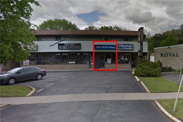 Retail Space Available In Neighborhood Plaza In Aldershot Area. Great Signage/Exposure. Plenty Of Parking. Lots Of Natural Light. Zoning Permits A Wide Range Of Uses. $1750 Per Month Plus Proportional Share Of Utilities.