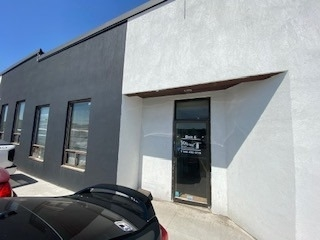 Prime Location In Brampton East Industrial. 3410 Sq Ft Unit With M2 Zoning. Excellent Short Term Rental Opportunity From 6 Months And Up To A Maximum One Year. Comes With An Office & Washroom. Allows Various Usage Including Auto, Storage Etc. $4500 Gross Per Month Inclusive Of Tmi. Large Drive-In Door. Minutes Away From Hwy 410.