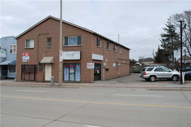 Prime Main Floor Commercial/Retail Space Between Main Street And Roxborough Avenue. Minutes To The Red Hill Expressway & Qew. Approx. 450 Sq Ft (28 Feet X 15 Foot Space), Double Front Glass Doors, Rear Emergency Exit, 2 Pc Washroom Concrete Block Building, No Basement, Signage Allowed, Separate Furnace, Water, Electric Meter, Water Heater. Renovate To Suit. $1500 A Month Rent, Plus Hst, Plus $12/ Sq Ft Tmi, Triple Net Lease. Rsa