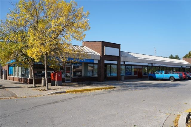 Take This Opportunity To Lease 3000 Square Feet In The Metro Grocery Store Plaza. This Bright Space Is Perfect For A Retail, Or Service Provider Such As Dry Cleaners, Instructional Services, Or Quick-Serve Restaurant/Cafe-Taking Advantage Of The Foot Traffic From The River In The Summer And Being In The Downtown Corridor Next To Public Transport. With Plenty Of Available Parking And Attractive Leasing Rates, You Don't Want To Miss This Offer!