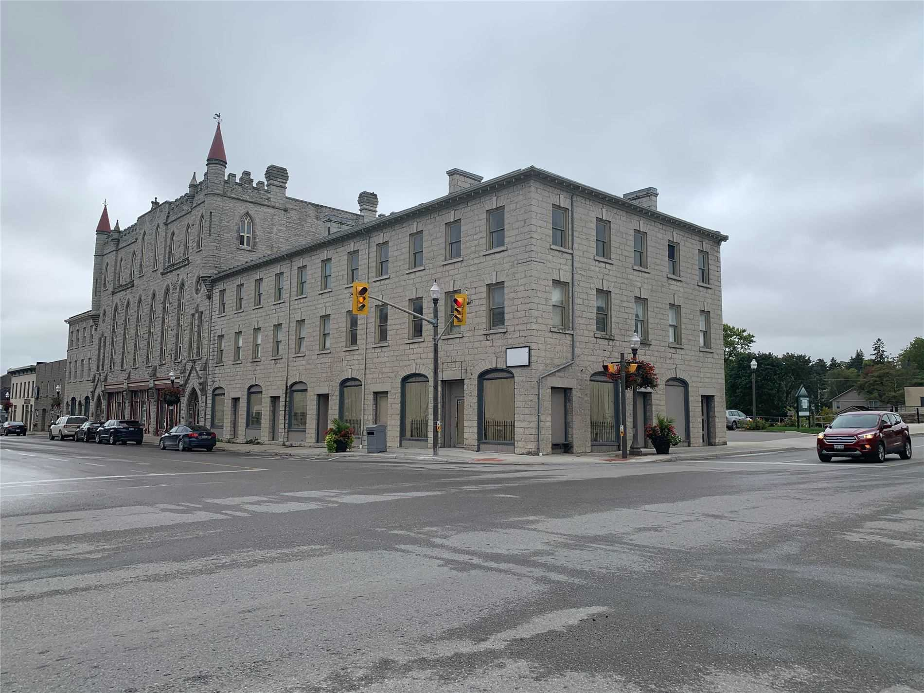 Unique Retail S P A C E For Lease In St. Mary's Ontario. Great High Ceilings And Big Windows. Landlord Will Assist In Build-Out For The Right Users. Be Part Of The Gentrification Of This Beautiful Property And Up And Coming Neighbourhood.  Ideal For Retail. Cafe/ Restaurant, Cannabis, Office And More. This Is A Must See!