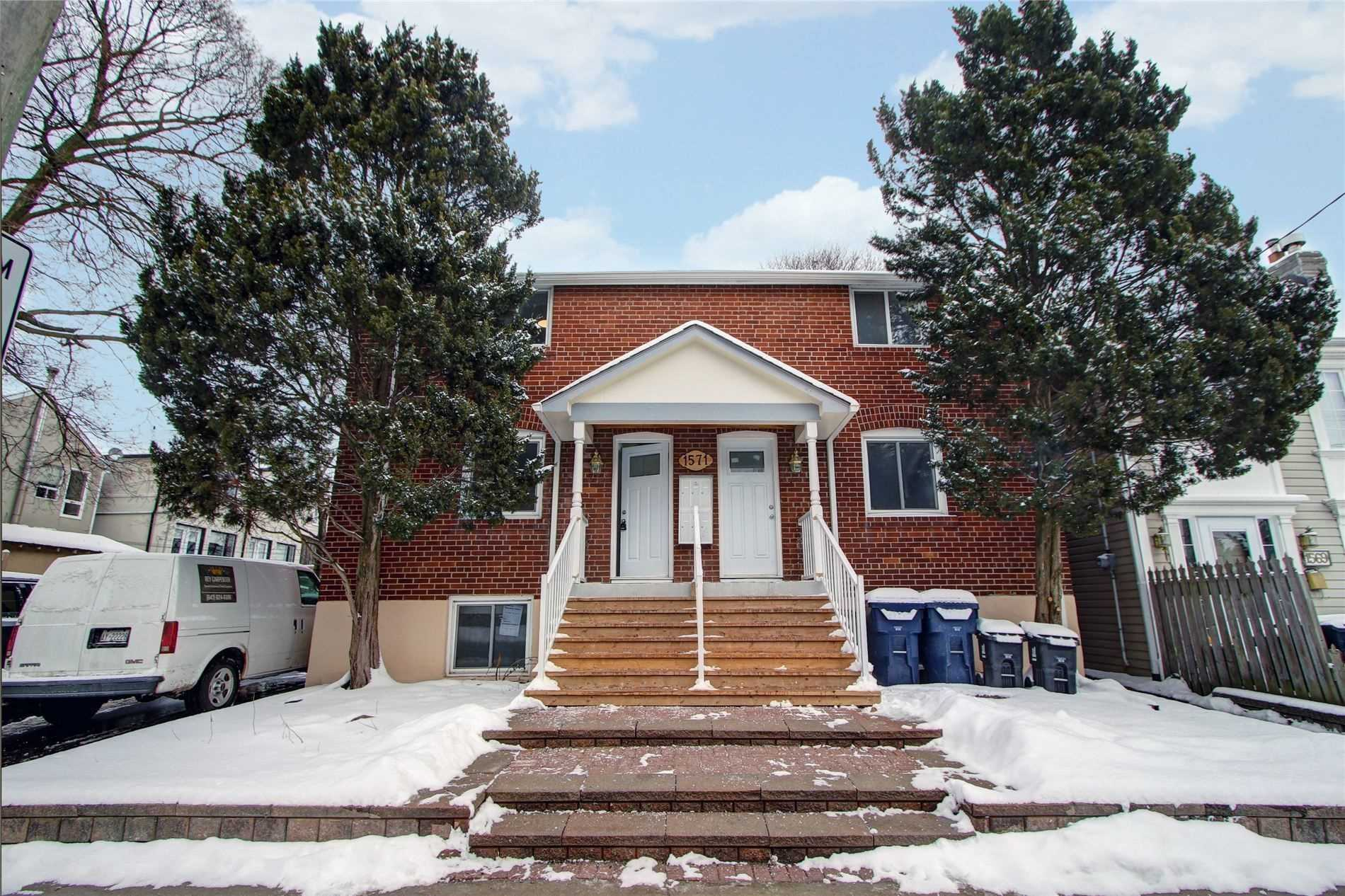 Very Nice 2 Bedroom Unit In Sought After Lawrence Park. Everything Is Updated Including Appliances, Kitchen, Flooring, Window Coverings, And Bathroom. Located Close To Transit, Highways, & Amazing Schools! Parking Is Available For The Unit At An Additional Fee.