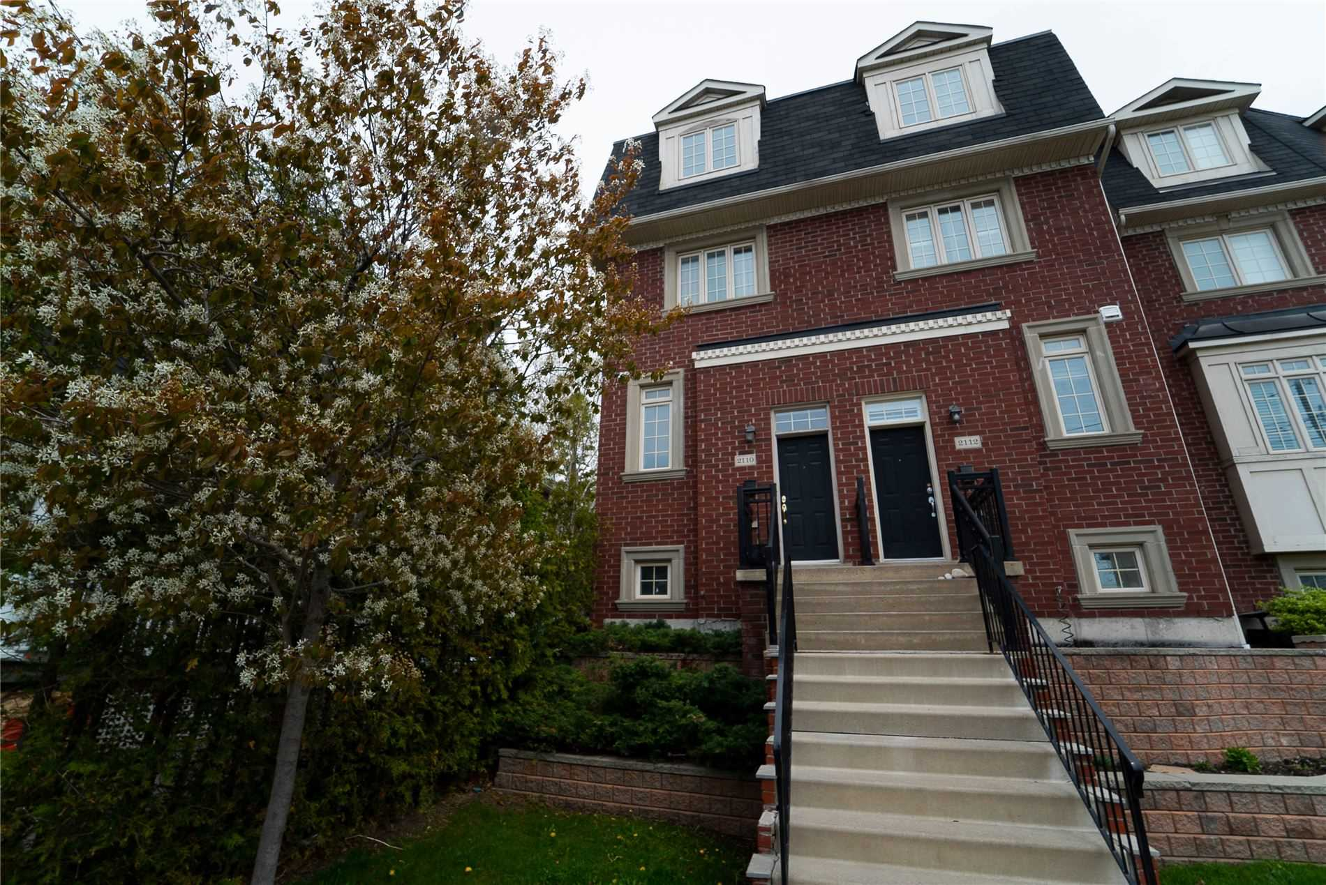 Spacious Executive Townhouse Features Hardwood Floors Throughout, Modern Kitchen, 9 Ft Ceilings On Main Floor, 2nd Floor Laundry And Master Bedroom With Large En-Suite. 3rd Floor Deck. Minutes To Downtown, Steps To Ttc, Walking Distance To The Beach, 81 Walk Score And 89 Transit Score! *1309 Sqft As Per Builder!