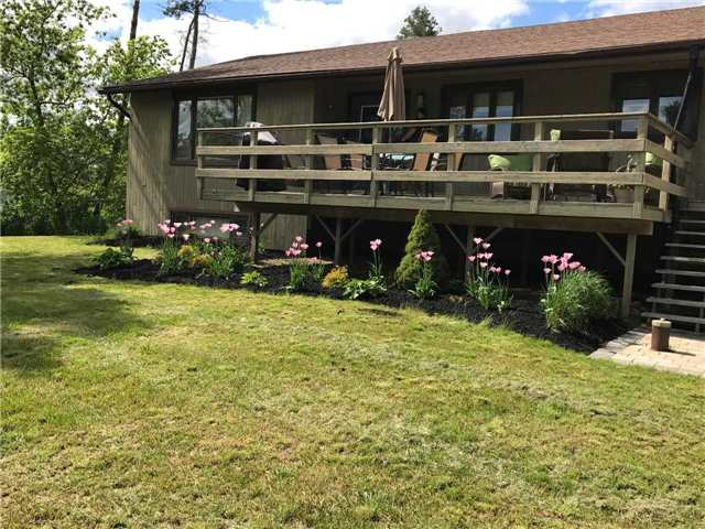 Situated On .40 Acres On A Quiet Cul-De-Sac In Glencairn. This Immaculately Kept 4 Bedroom Home Has So Much To Offer; Upgraded Kitchen W/Centre Island, Large Bright Living Room W/Picture Window, Master W/2Pc Ensuite & W/Out To Backyard Deck. Ample Front Deck Catches The Sun All Day, Finished Bsmt W/Pine Floors Thru Out Spacious Family Room W/Bar & 2nd Kitchen, Great For Entertaining! Pellet Stove Heats The House, 4th Bdrm & Office, Main Floor Laundry.