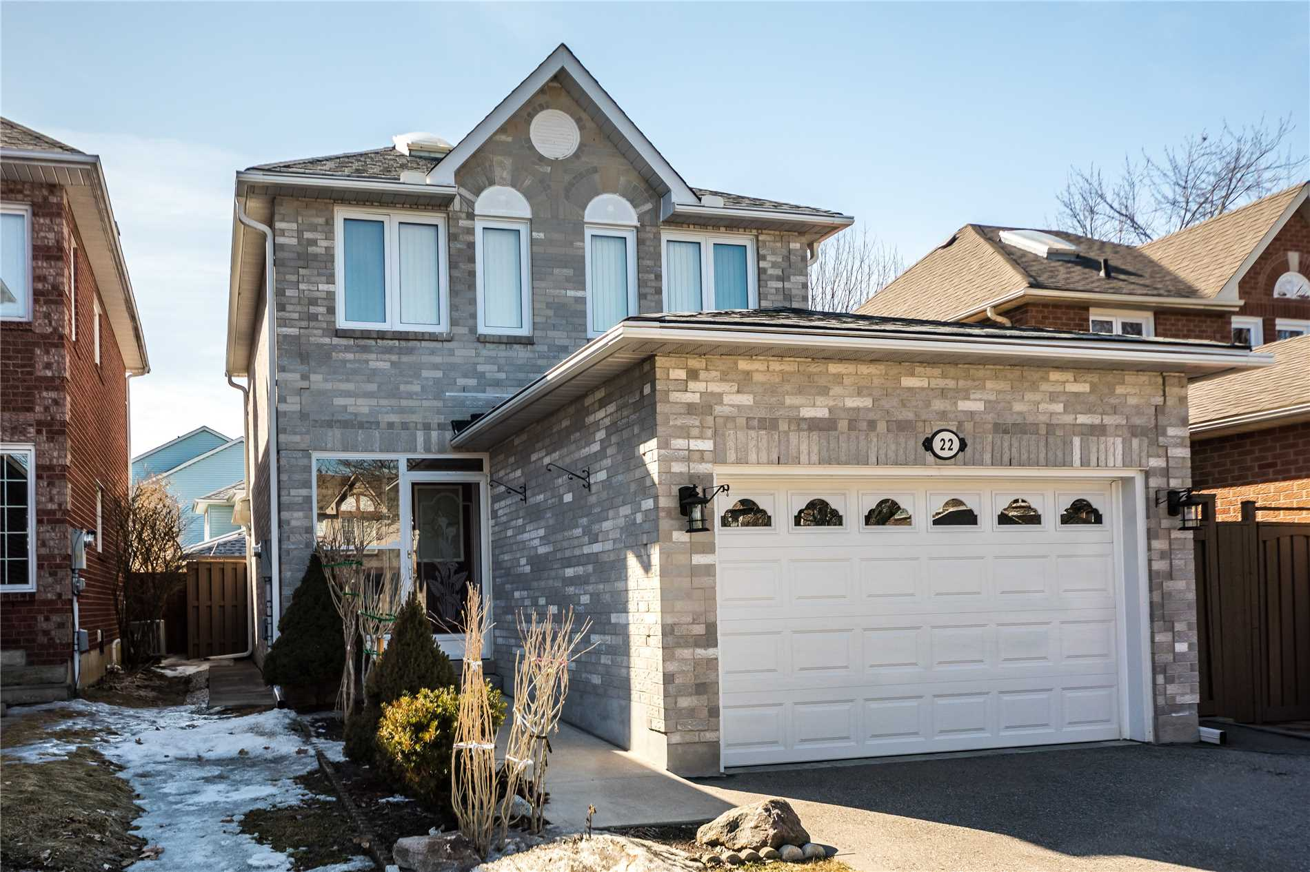 Never Leased Before, Beautifully Renovated And Clean Home In A Quiet Cul De Sac. New Kitchen, Hardwood Floors, 3 Bedrooms, Finished Basement, Well-Kept Yard. Excellent Location Surrounded By Schools, Childcare Centre, Parks, Trails, Amenities, Public Transit.
