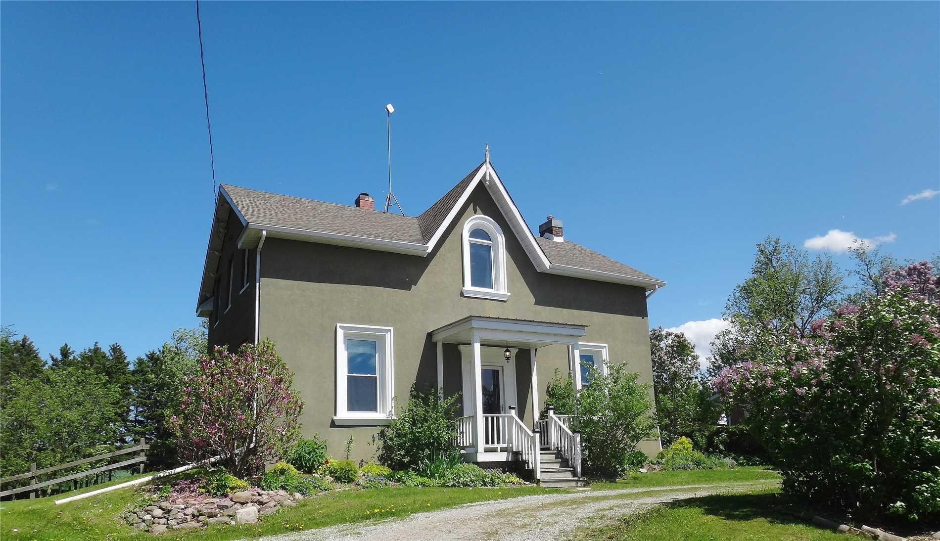 Enjoy Country Living, Beautiful Locatation In The Community Of Ivy, On 1.25 Acres, Only 10 Minutes From The Conveniences Of Barrie. This Home Has Century Charm With A Modernized Open Concept Kitchen, Spacious Living Areas With A Separate Dining Room, Family Room And Sitting Room, Additional Space Great For A Home Office Or Nanny Suite Overlooking The Backyard. 3 Bedrooms And Full Bath With A Double Vanity And Soaker Tub, Original Hardwood Flooring Throughout,