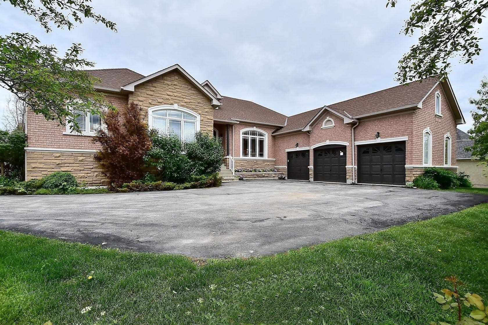 Fabulous Bungalow In Brentwood Estates! Open Concept Layout. Cathedral Ceiling Great Rm Open To Kitchen. Den Has Walk-Up Wet Bar & Access To Shared Ensuite - Could Be 3rd Main Flr Bdrm! Fin W/O Bsmt Has Open Rec/Games Rm With Full Wet Bar, 2 Bdrms, 2 Full Baths, Plus Sep Ent From Grg & R/In For Kitchen & Laundry In Area Used As Home Office. Stunning Backyard - Pool, Patio, Deck Off Kitchen, Cabana With Walk-Up Bar, Shed, Extensive Landscaping!