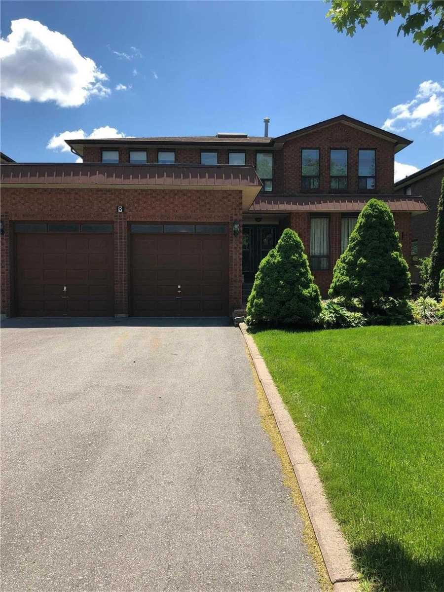 Executive Home In Prime South Richvale Location! Very Spacious With A Grand Foyer And Circular Oak Staircase. Perfect Family Home!  Steps To Yonge St, Schools Shopping Centre, Hwy 407 And All Amenities.