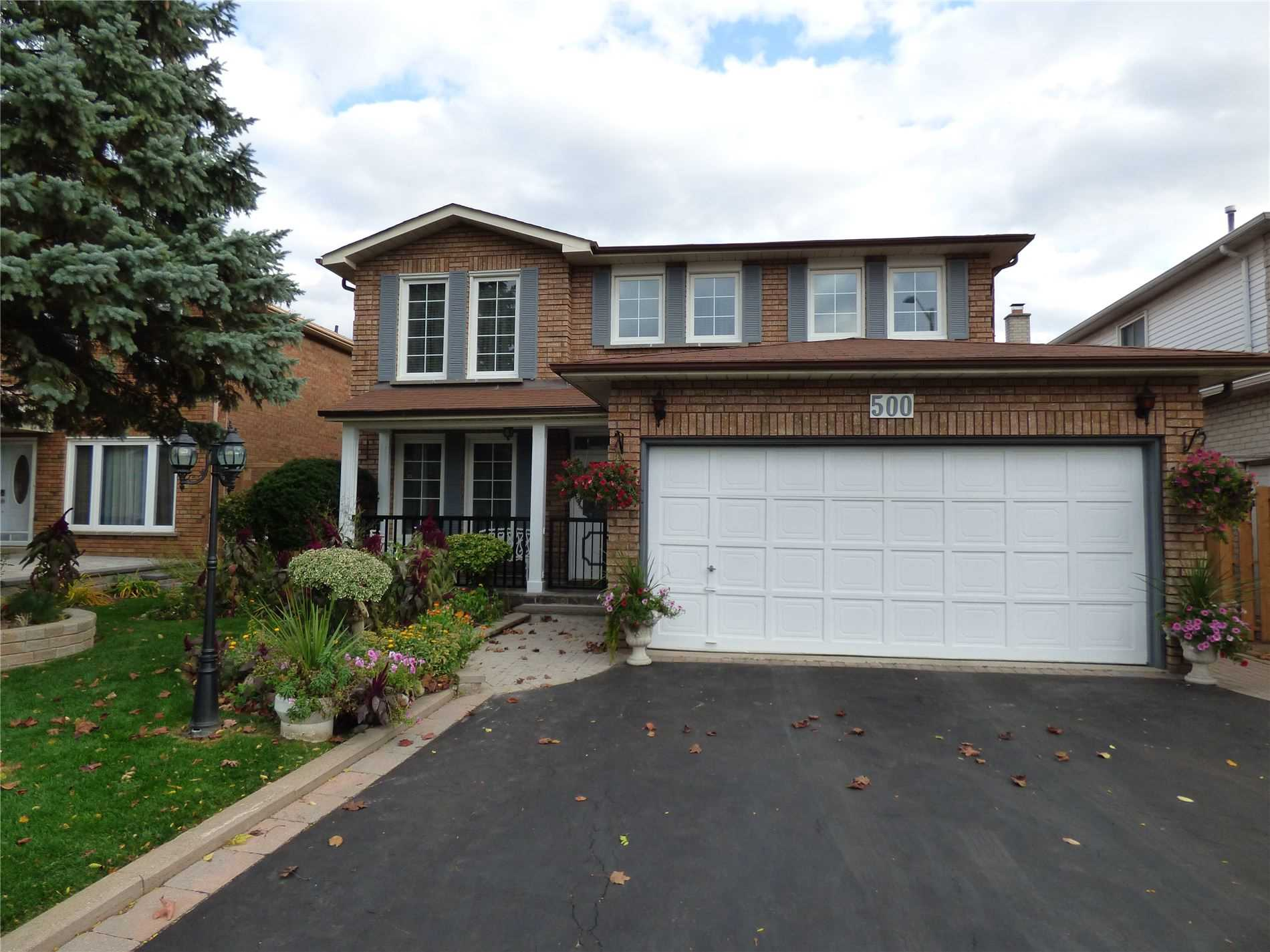 Welcome To This Beautiful 4 +1 Bdrm Detached Home In Raymerville Community! Smooth Ceiling & Hrdwd Flr Thru-Out.Spiral Staircase,Living Rm W/ Direct Access To Din & Fam Rm.Kitchn W/Granite Countertop,Custm Cabinetry,Dbl Gls Door W/O To Deck. Skylights On 2nd Flr, 8Ft Popcorn Ceiling, Millwork In All Rms,Mstr Bdrm W/5 Pc Ensuite, W/I Clset W/Custm Org.Other 2 Bdrms W/ W/I Clsets. Bsmnt W/ Sep Entrnce,Br,Kitch, Bar Area.Much More!! Close To Schools & Amenities.