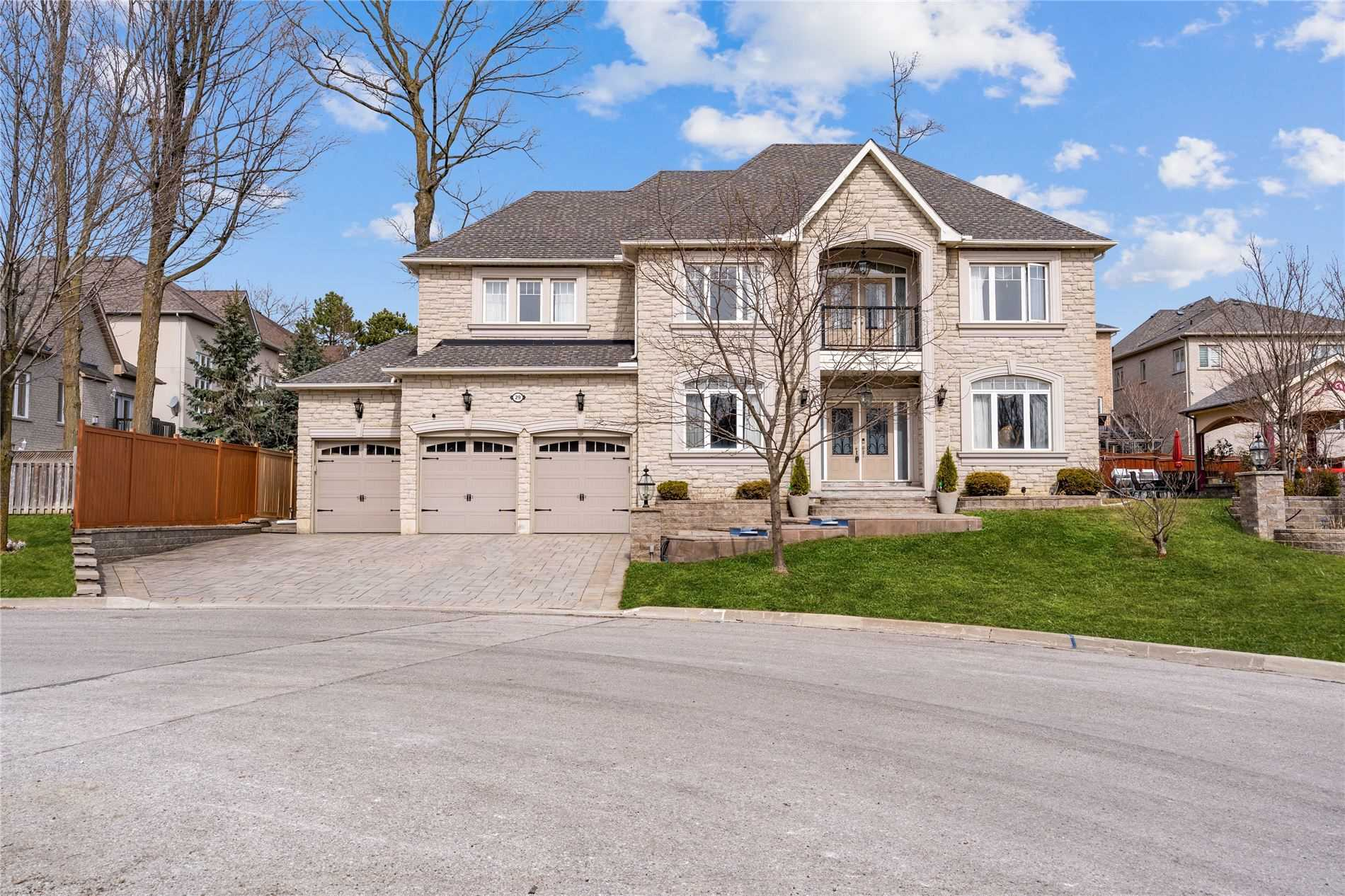 Spectacular Custom-Built Unionville Estate Featuring Over 7,500 S/F Of Living Space W/No Expense Spared! This Stately 5 Bdrm Home Features Top Quality Craftsmanship, Classic Centre-Hall Design, Large Master Bdrm W/Spa-Like Ensuite & Sitting Area, Library, Main Flr Theatre Rm, Bsmt W/Huge Rec Rm, Kitchen Area, Workout Rm & Additional Bdrm, Sunroom W/Hot Tub, Gorgeous Backyard Oasis! Truly An Entertainer's Delight - Must Be Seen!!!