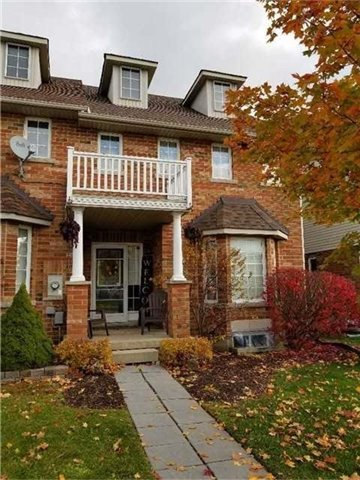Take A Moment To Appreciate This Well Kept End Unit Town Home. 3 Bedrooms And Laundry On Upper Level. Rare 3 Bathrooms In This Spacious Home. Large Eat In Kitchen With Breakfast Bar. Warm Bamboo Floors In Living Room.