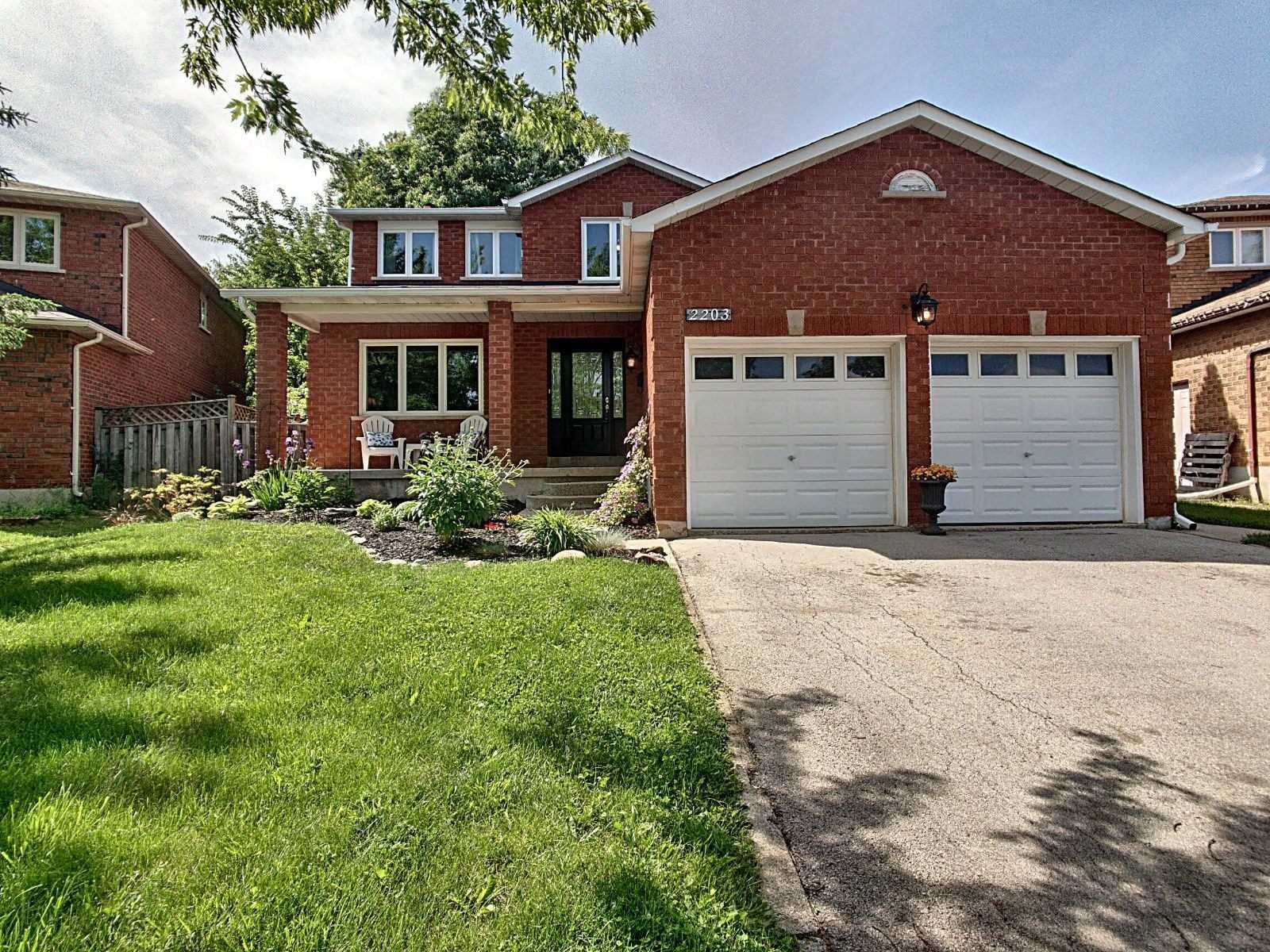 Lovely Family Home Situated In Prestigious Wedgewood Creek. Home Has 5 Total Beds & 4 Total Baths. Lots Of Living Space Throughout. Kitchen Has Ss Appliances W/ Walk-Out. Family Room W/ Fireplace. Main Floor Laundry. Master Bed Has Walk-In Closet & Ensuite Bath. Finished Basement W/ Separate Entrance, Bed, Bath & Kitchen. Fully Fenced & Landscaped Backyard W/ Heated, Saltwater Pool. Close To Schools, Parks, Golf, Major Amenities & Highway Access