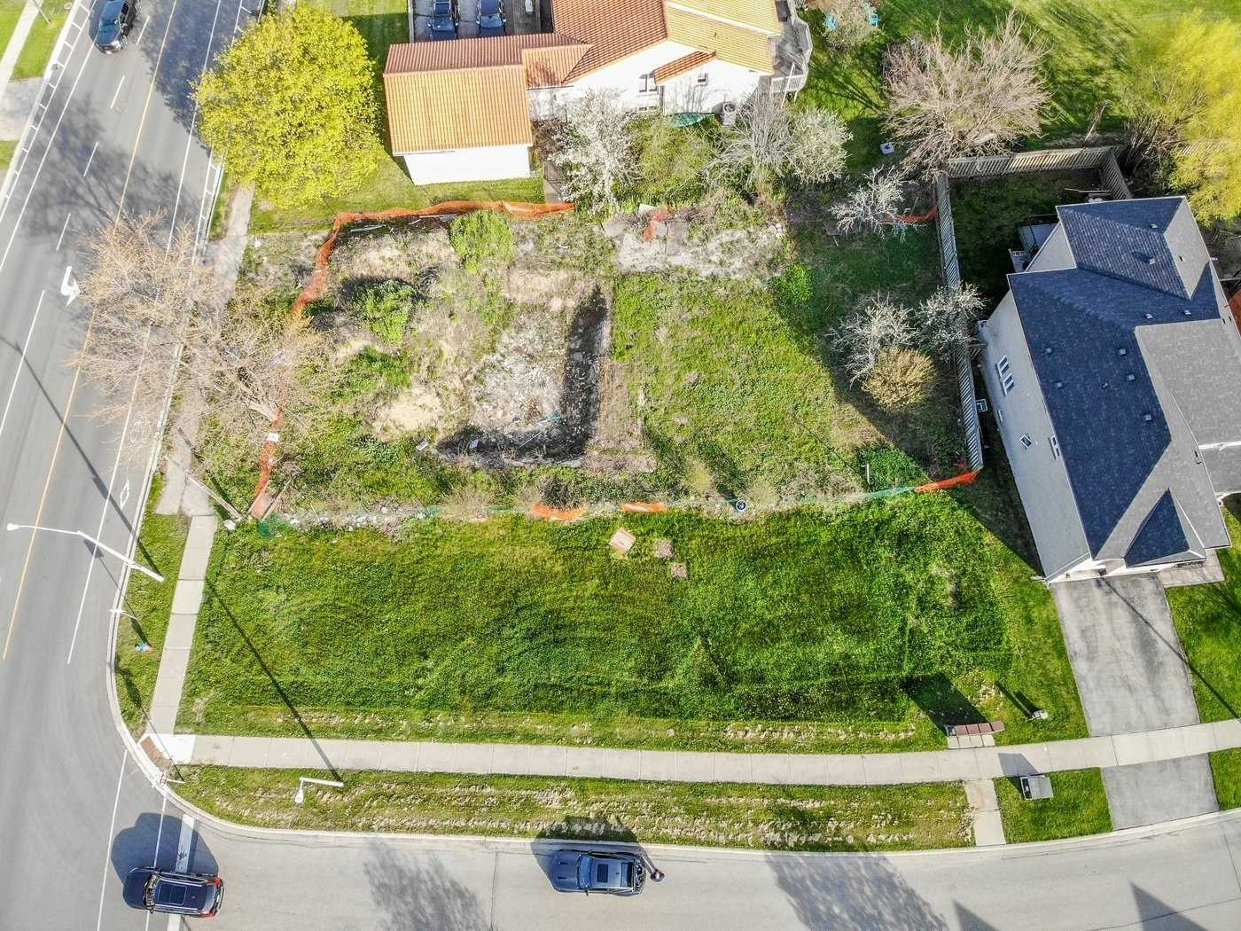 Perfect Building Lot In A High Demand Area. Build Your Own Dream Home In Sought After Oakville. Close To All Amenites, Shopping, Restaurants, Transit & Major Highways. Dont Miss Out On This Rare Opportunity.