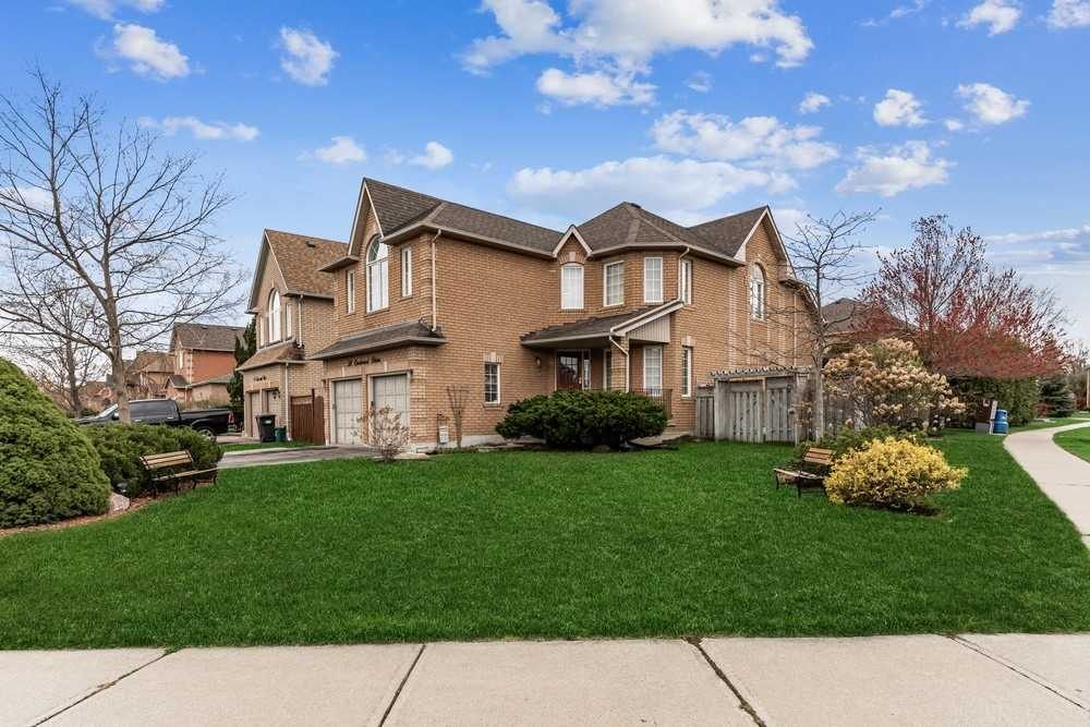 Light Filled, 2500 Sqft Plus, Detchd Fam. Home On Huge 54X106 Ft Lot In Desired Location. Lrg Parkette Like Frnt Yrd & Private Bckyrd Oasis W/Huge Composite Deck, Pergola, Concrete Patio, Mature Lndscpng & Perennial Grdns.  Opn Concpt Main Fl W/Wheelchair Accessible Wet/Shwr Rm. Great Rm W/16Ft Ceiling, Gas F/P & W/O To Deck. Eat-In Kitchen W/Oak Cabinets, Brkfst Bar, Walk In Pantry & Dble Grdn Drs To Deck. Lrg Bdrms W/Mastr W/Jetted Tub, Sep.Shwr & Toilet.