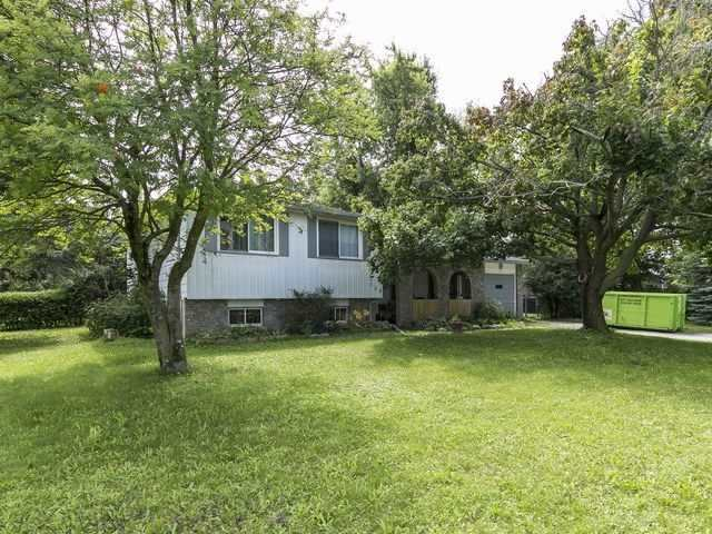 3 Level Side Split On A Quiet St. Open Concept Living, Kitchen And Dining Rooms. French Doors To Backyard And Patio. Man Door To Good Sized Deck And Back (Side) Yard. Rec Room In Lower Level 10X18 Irregular. Diamond In The Rough. Extra Parking For Larger Vehicle. This House Is Perfect For The First Time Buyer/Investor.
