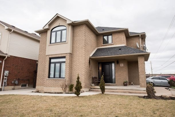 Stunning And Spacious 4+1 Bedroom Home On Corner Lot In High Demand Location! Open Concept Layout & Pristine Tile And Hardwood Flooring Throughout Main Level. Master Bedroom Features 4 Pc Ensuite And Walk-In Closet. Large Finished Basement With Laminate Floors Includes Recreation Room, Bedroom & 3 Pc Bathroom. Minutes From Transit, Schools & Shopping.
