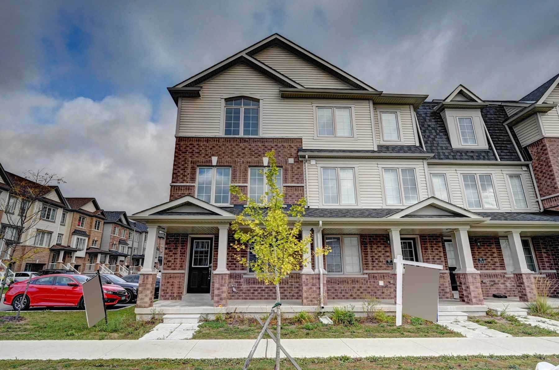 Freehold End Unit With 5 Bedrooms In Total, Very Spacious & Full Of Light Town Home In The Most Desirable Location Of Cambridge. Open Layout Concept. Minutes Away From Hwy 401, Schools, Malls, Conestoga College And Much More. This Opportunity Is Not To Be Missed.