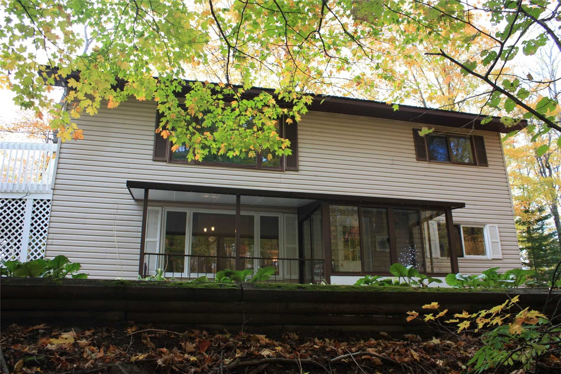 Lovely Four Season Home Within 15 Minutes Of Haliburton Village On A Year Round Road. 3 Bedroom Plus Den/Home Office. Beautifully Appointed Open Concept Kitchen Featuring Tiled Floor And Jenn Air Cooktop. Enjoy Your Morning Coffee Or Evening Cocktails On The Balcony Deck Off The Dining Room.
