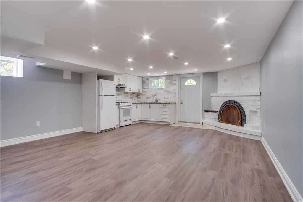 Recently Renovated, Large Bachelor Apartment Featuring A Walk-Out To A Private Backyard. Modern Threepiece Bath, Full Kitchen With Appliances. Shared Laundry And Utilities With Upstairs Apartment.