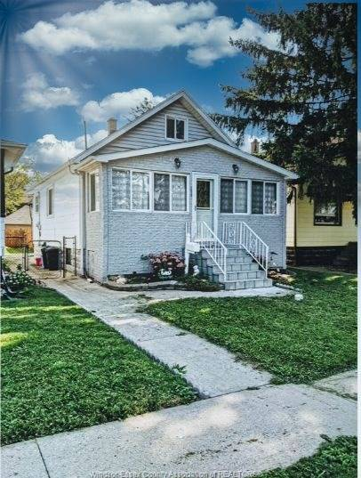 1 Bedroom Basement Unit. In A Prime Location In Little Italy. Convenient Living In A Nice Quiet Neighborhood. Good For A Young Couple. Separate Entrance, One Bedroom Basement With Kitchen, Washroom And Living Room. Shared Laundry. New Comers Are Welcomed. Tenant To Pay 1/3 Of Utilities Bills.