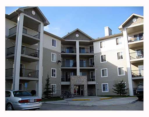 Fantastic spacious 900 sq ft, 2 bedroom, 2 full bathroom condo with maple kitchen and sleek black appliances plus insuite laundry and one parking stall. Close to amenities and shopping. Squeeky clean and ready to move into. Condo fees include cable, electricty, water/sewer, heat, lawn and snow maintenace. OPEN HOUSE SUNDAY MAY 6 FROM NOON TO 3.