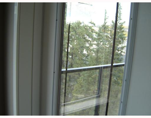 Beautiful west facing 786 s.f. 1 bedroom condo + den in New Discovery. Wonderful upgrades - hardwood in living / dining room & den, tile in bathroom & kitchen & laundry, and carpet in bedroom. Knockdown 9' ceiling, granite counter tops with extended bar in kitchen and a built in microwave.  Brand new concrete and steel development with many amenities - access to gym and party room in the same building. Unobstructed valley view. Don't miss out - this unit is a rare find.
