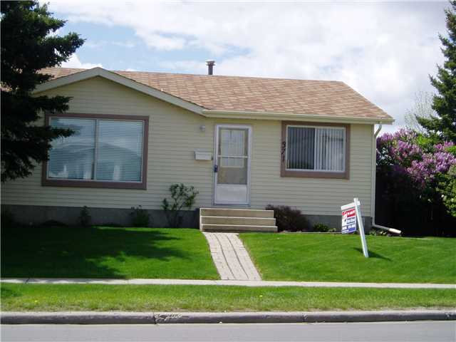 MRS CLEAN LIVES HERE! IMMACULATE 3 BEDROOM BUNGALOW FEATURING AN INSULATED, 220 POWERED DOUBLE DETATCHED GARAGE. PAVED LANE MAKES FOR A VERY CLEN LOCATION. SUPER LOWER DEVELOPMENT WITH SPACIOUS REC ROOM, 3 PIECE BATH AND BEDROOM. GENEROUS LAUNDRY ROOM WITH TONS OF STORAGE SPACE. UPSTAIRS HAS A TERRIFIC FLOOR PLAN WITH BRIGHT BREAKFAST NOOK. WEST FACING DECK FOR SUMMER BAR B QUES!