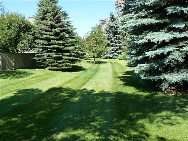 Quiet and private location backing onto GREEN SPACE, nestled in a tranquil and mature landscaped cul-de-sac in the riverfront community of Point McKay.  Just minutes to downtown, two hospitals, shoppes and steps to the river paths.  This 2 story condo has two bedrooms, a den, wood burning fireplace and lots of big windows to enjoy the natural light and lovely landscaping in this complex.  The kitchen boasts ample working space and a separate breakfast nook with large windows.  Adjacent to the kitchen is the formal dining area with hardwood floors. The living room also has hardwoods, a FIREPLACE and opens to the West private and low-maintenance yard with a gate onto the green space.  The lower level features an undeveloped basement with laundry facility and storage space.  An attached garage completes the package.