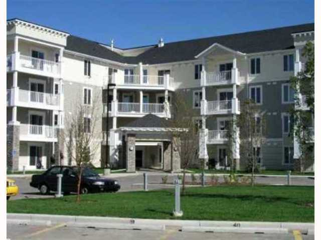 Gorgeous top floor unit with amazing westerly views of Calgary and the mountains on clear days.