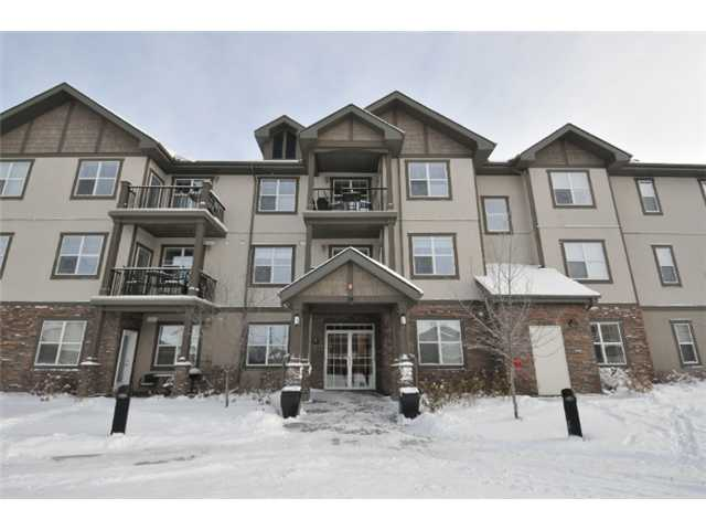 Fantastic price for this beautiful condo in a great complex of Aberdeen on the Park. Features include spacious kitchen with maple cabinets, breakfast bar, large living room and dining room combination, 2 large bedrooms, master bedroom with 4 pce en suite bath and 2 large, maple vanity and 2 large closets, second bedroom, main 4 pce bathroom with maple vanity, in suite laundry with storage area, open floor plan with 9' ceiling, large windows, door to a patio which overlooks the green space and a park, titled indoor parking stall, storage locker and much more. Close to all amenities. Don't miss out!!!