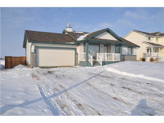 3 bedrooms, 3 bathrooms, vaulted ceilings. Basement is fully developed with a large family room and a 4th bedroom. A huge private back yard is fully fenced.