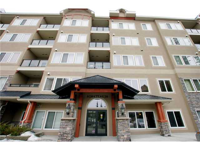 """FLAT SCREEN T.V. (32"""") in master included!!! #309, perfectly located in the coveted WEDGEWOODS of DISCOVERY, offers a spectacular VIEW of Griffith Woods from your very PRIVATE balcony. You'll feel like you are at a weekend RETREAT! Once you enter this stunning CONTEMPORARY condo, you'll find all the convenience you DESIRE- many UPGRADES include: a sleek stainless steel appliance package, GORGEOUS slate and tile flooring...with the COMFORT of carpet where you need it, dramatic floor to ceiling stone mantle fireplace, a phantom screen door to your balcony, and sound surround. Added features include two bedrooms, two full bathrooms, including a massive SPA-LIKE sanctuary off the master and a floorplan that offers plenty of living space. It's the PERFECT layout for entertaining and IMPRESSING your guests!  Further, a titled secure, underground parking spot with storage(convenient to the elevator). Possible 2nd stalls available.  Condo fees include heat, electricity and water!"""