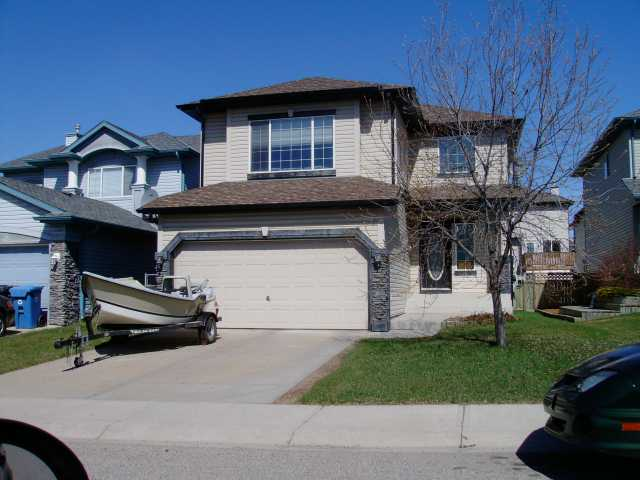 GREAT LOCATION!!! Wonderful family home on a quiet crescent with lots of features such as nice size kitchen w/island, living room, 3 bedrooms on upper level and a large bonus room, 3 bathrooms, master bedroom with walk-in closet and en suite bathroom, large backyard and more. Call to view today.