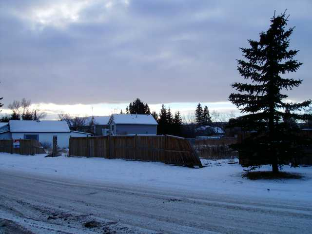 This is one of three vacant lots, ready for your creative development. This area is convenient to shops and schools and is in a nice mature area. Priced to sell, below town assessment.Get your spring project underway.Land use bylaw would permit 6 units on this lot but a total of 17 on all three adjacent lots.