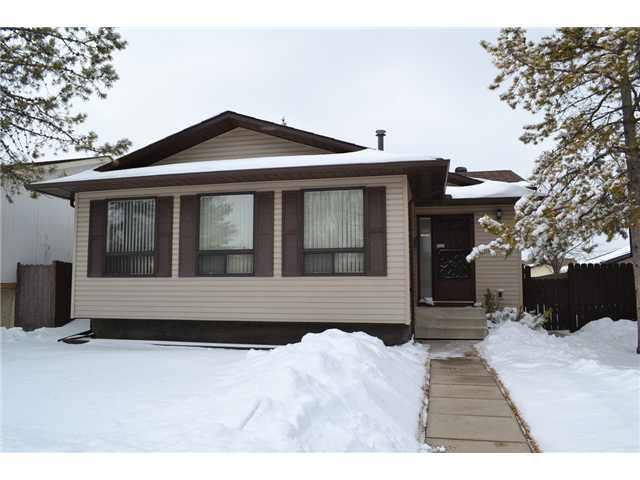 ATTENTION FIRST TIME BUYERS, FAMILIES, EMPTY NESTERS, EXTENDED FAMILIES... PRIDE OF OWNERSHIP IS VERY APPARENT HERE!! This FULLY DEVELOPED IMMACULATE KEPT, WELL MAINTAINED HOME is Close to Public Transportation and amenities:  Sportsplex Recreation Centre, Schools,Shopping, Banks & Grocery stores. With over 2100 sq ft of TOTAL DEVELOPED living space and a total of 4 bedrooms and 2 Full Bathrooms complete with with a seperate walkout entrance in the basement. This one should please many along with the Oversized insulated/drywalled 24x26 double detached garage. QUICK POSSESSION POSSIBLE and Seller will consider to sell furniture as well to make it move in ready! Call to view this wonderful home!