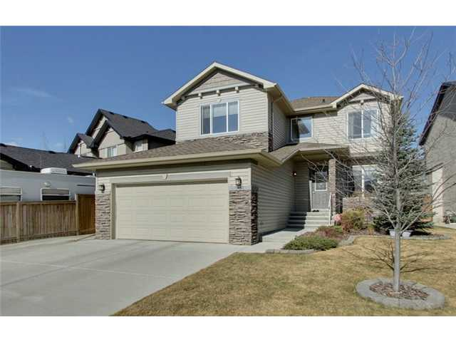 Situated in a quiet neighborhood, this beautiful 2-storey home has been well maintained and is in immaculate condition. Large windows throughout the main and upper floor make this home bright and inviting. Rich hardwood and tile flooring accent the main level. Enjoy expansive counter space in the kitchen with the oversized island and plenty of storage including a walk-in pantry. The cozy 3-way fireplace separates the breakfast nook and great room. The spacious breakfast nook w/10 ft. ceiling overlooks the sunny, west-facing backyard. Additional main floor features include 9 ft. ceiling, 3 piece bathroom with a walk-in shower, cozy den and dining/flex room. The upper floor showcases 3 bedrooms, and an entertainment sized bonus room. The basement is unspoiled and the bathroom plumbing has been roughed in. Ample parking on driveway with optional space for an RV. Close to parks, schools, public transportation and shopping. CALL NOW TO VIEW!